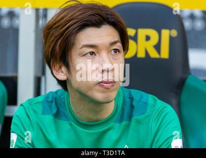 sports, football, Bundesliga, 2018/2019, Borussia Moenchengladbach vs SV Werder Bremen 1-1, Stadium Borussia Park, players bench, Yuya Osako (Bremen), DFL REGULATIONS PROHIBIT ANY USE OF PHOTOGRAPHS AS IMAGE SEQUENCES AND/OR QUASI-VIDEO - Stock Image