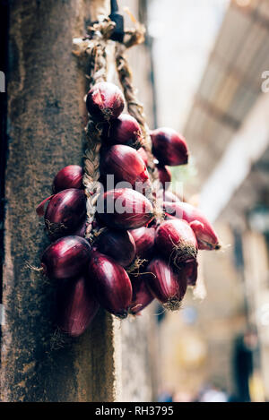 Red onions hanging - Stock Image
