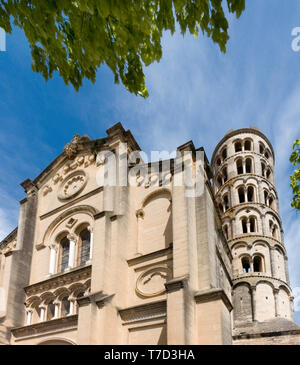 The St.Théodorit cathedral and the Tour Fénestrelle, 42 meters high romanesque campanile at Uzès, southern France. - Stock Image