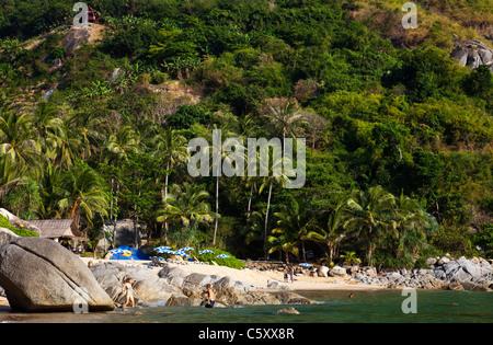 View onto Paradise Beach with rocks and people. - Stock Image