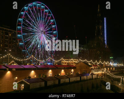 Night view of Christmas fair and market in Edinburgh, Scotland - Stock Image