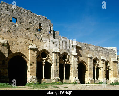 Syria. Talkalakh District, Krak des Chevaliers. Crusader castle, under control of Knights Hospitaller (1142-1271) during the Crusades to the Holy Land, fell into Arab control in the 13th century. Partial view of the reception room and gallery. Photo  taken before the Syrian Civil War. - Stock Image