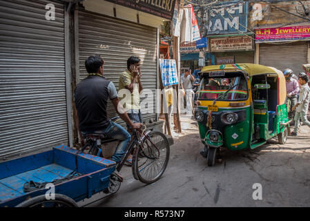 Traffic jam in a narrow alley, Old Delh, India - Stock Image