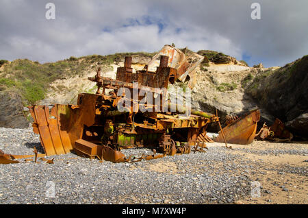 From stern to bow, an almost destroyed pusher boat wrecked, rusted and half buried at the beach sand. Vila Nova - Stock Image