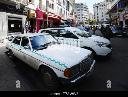 An old Mercedes taxi in Casablanca, Morocco. - Stock Image