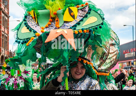 Birmingham, UK. 17th March, 2019.  The Birmingham St. Patrick's Day parade took place today in front of 90,000 people amidst sun and heavy hail showers. Credit: Andy Gibson/Alamy Live News. - Stock Image