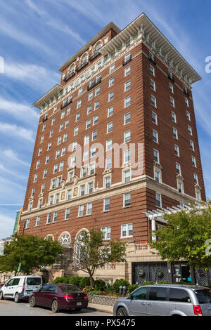 ASHEVILLE, NC, USA-10/17/18:  The Battery Park hotel building, now serving as senior citizens' apartments. - Stock Image