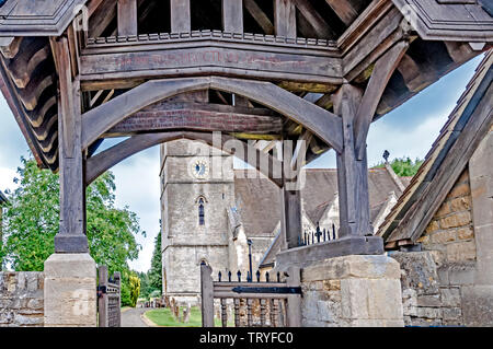 Bladon (Oxfordshire, England): Church and Churchyard. Restingplace of the Churchill-Family - Stock Image