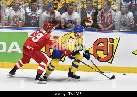 Bratislava, Slovakia. 21st May, 2019. L-R Yevgeni Dadonov (RUS) and Gabriel Landeskog (SWE) in action during the match between Sweden and Russia within the 2019 IIHF World Championship in Bratislava, Slovakia, on May 21, 2019. Credit: Vit Simanek/CTK Photo/Alamy Live News - Stock Image