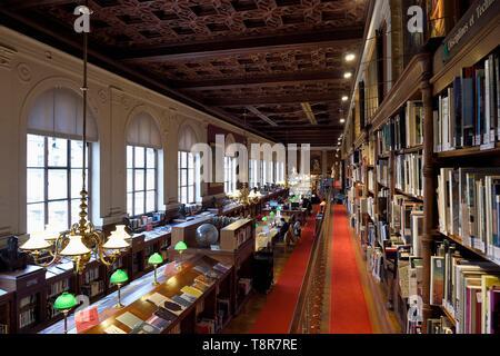 France, Paris, Saint Germain des Pres district, Ecole nationale superieure des Beaux-Arts (Fine Arts school), the library in the Palais des Etudes (Palace of Studies) - Stock Image