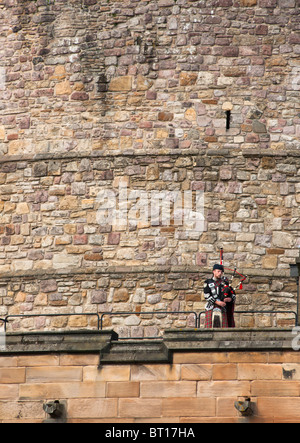Bagpiper at Edinburgh castle, Scotland - Stock Image