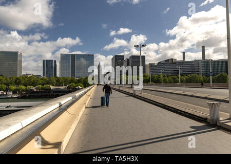 France, Paris,  2019 - 04,  Between the train terminus Gare de Lyon  and the Gare d'Austerlitz. The modern Charles de Gaulle Bridge offers a beautiful - Stock Image