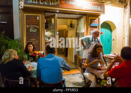 Aix-en-Provence, FRANCE, People Sharing Meals in Local French Restaurant,  La Cerise sur le Gateau, Natural Foods - Stock Image