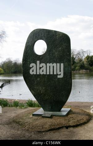 Single Form (1961-62), Statue Dedicated to Dag Hammarskjold by Barbara Hepworth, Battersea Park, London, UK - Stock Image