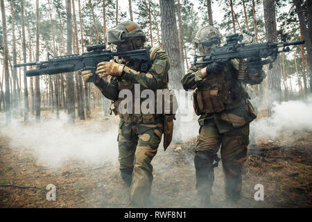 Norwegian Rapid reaction special forces FSK soldiers in action in the forest fog. - Stock Image