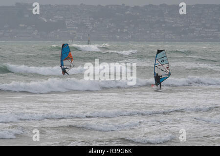 Marazion, Cornwall, UK. 22nd November 2018. UK Weather. Despite freezing cold wind these wind and kitesurfers were determined to get on the sea at Marazion this lunchtime. Credit: Simon Maycock/Alamy Live News - Stock Image