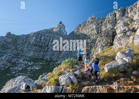 Hikers on the India Venster hiking path on Table Mountain in Cape Town. - Stock Image