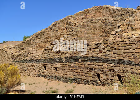Blue stone wall decoration, Multi-story House blocks, Aztec Ruins National Monument, New Mexico, USA 180927_69642 - Stock Image