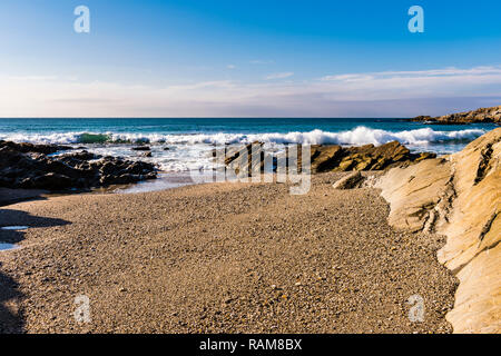 Surf breaking on Fistral Beach, Newquay, Cornwall, UK - Stock Image