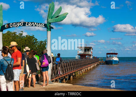Passengers wait to take the ferry from the port of Palma Rubia, Pinar del Rio Province, to the idylic getaway at  Cayo Levisa, Cuba, Caribbean - Stock Image