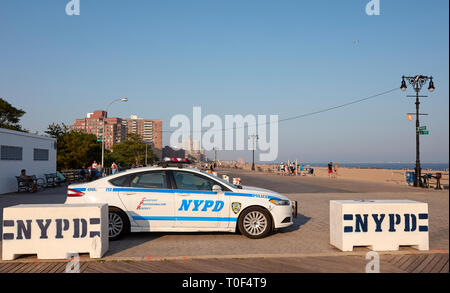New York, USA - July 02, 2018: NYPD vehicle parked on the Coney Island beach boardwalk at sunset. - Stock Image