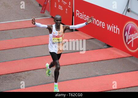 London, UK, 28 April 2019 Eliud Kipchoge wins London marathon 2019. Runners at finishing line of  Virgin London Marathon Credit: JOHNNY ARMSTEAD/Alamy Live News - Stock Image