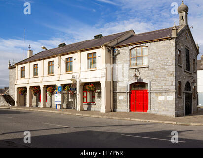 Picturesque townhall in the town of Templemore in County Tipperary,Ireland. - Stock Image