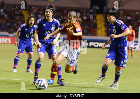 Spain player Laura DOMINGUEZ (18) runs with the ball between Japan players Hina SUGITA (10) and Shiho MATSUBARA - Stock Image