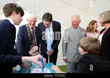 ENNISKERRY, IRELAND - MAY 20: Prince Charles, Prince of Wales observes schoolchildren taking part in the Cool Planet Experience at the Powerscourt House and Gardens during his visit to the Republic of Ireland on May 20, 2019 in Enniskerry, Ireland. (Photo by Chris Jackson - Pool/Getty Images) - Stock Image