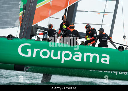 Portsmouth, UK. 25th July 2015. Groupama Team France turn on the windward mark in race one of the America's - Stock Image