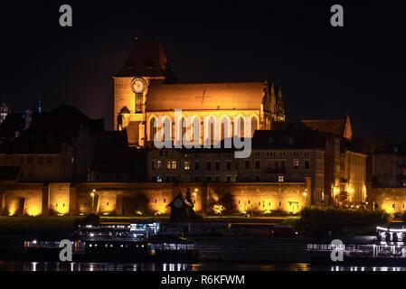 Torun Cathedral towering on the city near bank of Vistula river - Stock Image