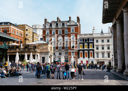 London, UK - May 15, 2019: Street performance in Covent Garden. It is one of the main attractions in London, it is known for its restaurants, the mark - Stock Image