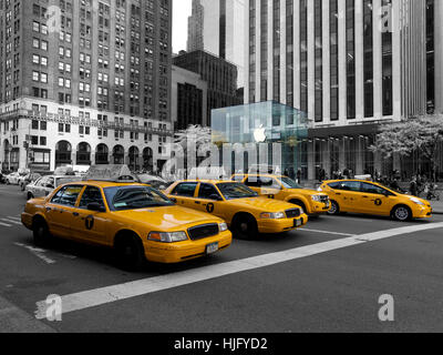 Yellow Cabs in front of Apple Store in New York, USA - Stock Image