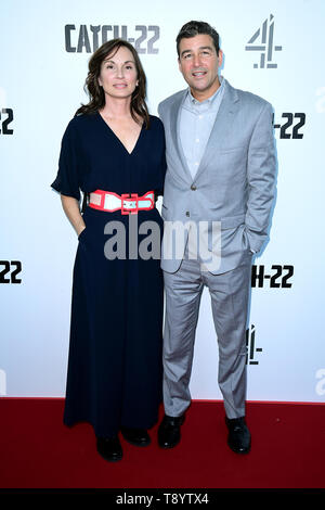 Kathryn Chandler (left) and Kyle Chandler attending the Catch-22 UK Premiere, held at VUE Cinema Westfield, London. - Stock Image