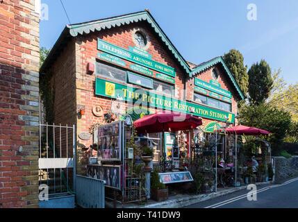 The Picture Restoration Studios shop in Arundel, West Sussex, England, UK. - Stock Image