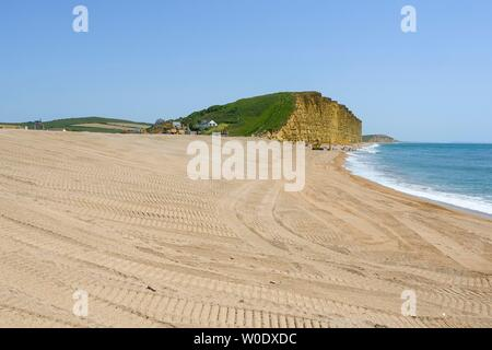 West Bay, Dorset, UK.  27th June 2019. UK Weather.  The main beach is closed at seaside resort of West Bay in Dorset on a day of clear blue skies and scorching hot sunshine.  The main section of the bech has been close for Environment Agency coastal protection works since the beginning of May.  Picture Credit: Graham Hunt/Alamy Live News - Stock Image