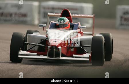 Niall Breen racing at Thruxton 2005. - Stock Image