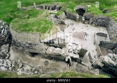 Skara Brae Stone Age Neolithic village at Skaill, Orkney, Scotland. Interior, box beds, hearth and cupboards 3100 - Stock Image