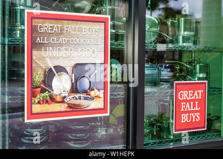 Naples Florida Mercato real estate mixed use development retail shopping store window ad sale Sur la Table culinary products gou - Stock Image