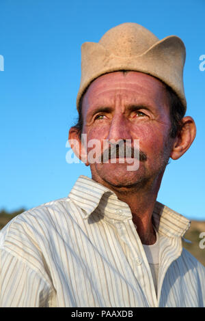 Portrait of Qashqai nomad man with traditional Qashqai people hat, Iran - Stock Image