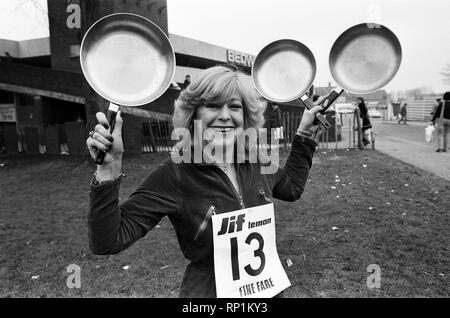 Bedworth pancake race. 23rd February 1982. - Stock Image