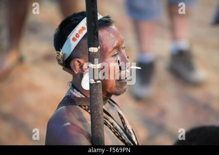 Palmas, Brazil. 27th Oct, 2015. A Matis indigenous Brazlian prepares to compete during the International Indigenous - Stock Image