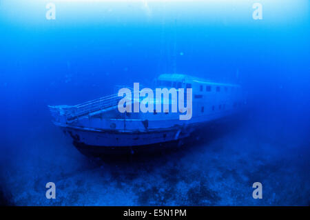 Full length image of the MV Karwela ship wreck from bow to stern - Stock Image