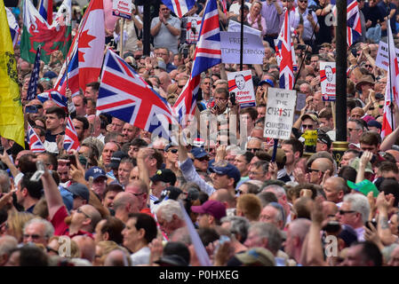 London, United Kingdom. 9 June 2018. A 'Free Tommy' demonstration has been held in Whitehall to protest against the jailing of Stephen Yaxley-Lennon who goes by the name Tommy Robinson. In May 2018 Robinson was sentenced to ten months for contempt of court and a previous three months' suspended sentence was activated. Credit: Peter Manning/Alamy Live News - Stock Image