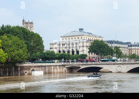 Paris, France. 06th June, 2016. Flood decrease, decrue de la , Seine, Chatelet, police boat Paris, 06/06/2016 Credit: - Stock Image