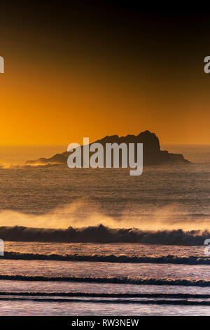 Sunset over Goose Rock off the coast of Newquay in Cornwall. - Stock Image
