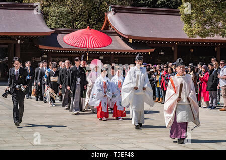 24 March 2019: Tokyo, Japan - Procession forming part of a traditional Shinto marriage ceremony at the Meiji Jingu shrine in Tokyo. - Stock Image