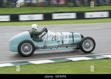 Chichester, West Sussex, UK. 13th Sep, 2013. Goodwood Revival. Goodwood Racing Circuit, West Sussex - Friday 13th September. Racing action on the track. © MeonStock/Alamy Live News - Stock Image