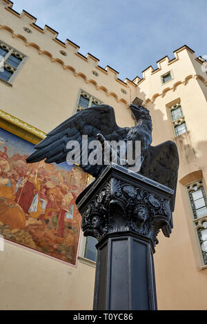 Koblenz, Germany. 22nd Mar, 2019. A copy of the historical statue of the bird of prey decorates the fountain in front of the summer hall of Stolzenfels Castle. The restored original is too fragile to be presented outside, it is now inside the summer hall, where it was supposed to stand during the winter according to an original Prussian order. The original eagle had been a gift to the Prussian King Friedrich Wilhelm IV. Credit: Thomas Frey/dpa/Alamy Live News - Stock Image