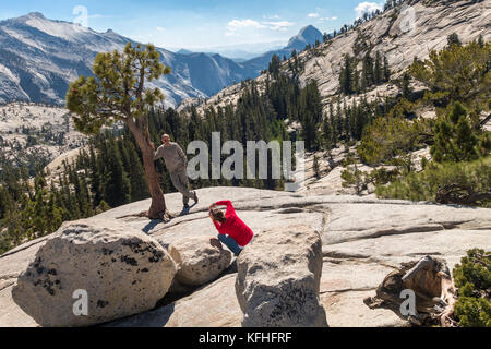 Olmsted Point Yosemite Couple taking photos with Half Dome in the distance in Yosemite National Park - Stock Image